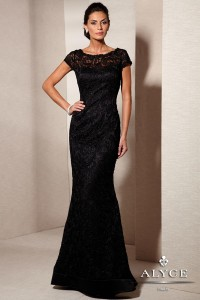 Простое черное платье
