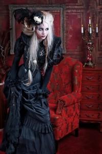 Потрясающее черное готическое платье