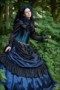 Черно-синее платье с корсетом